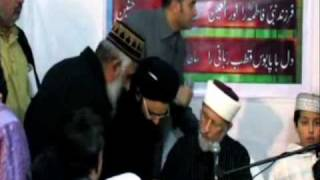 getlinkyoutube.com-Dr.Tahir ul Qadri giving Ijaza to Allama Mukhtar Shah Naeemi  Ashrafi
