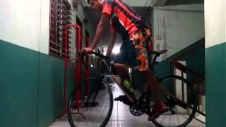 getlinkyoutube.com-สอน วิธียืนทรงตัวบนจักรยานเวลาติดไฟแดง