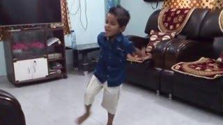 getlinkyoutube.com-4 years small kid VEDANT home made dance on Shantabai marathi song