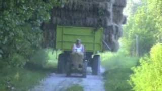 getlinkyoutube.com-Mini Doser lánctalpas traktor TL30 szalmahordás Jászszentlászló