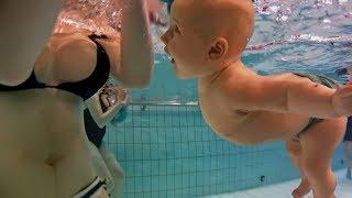 getlinkyoutube.com-CAN NEWBORN BABY SWIM AND NOT DROWN? Puede recién nacido bebé nadar sin ahogarse?