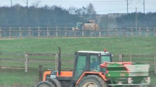 getlinkyoutube.com-Epandage d'engrais 2009 Renault 110.54 & épandeur Amazone Fortix - fertilizer spreader