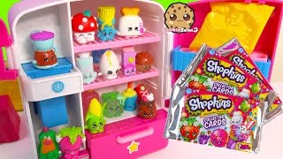 getlinkyoutube.com-Shopkins Collector Cards 3 Packs & Unboxing 12 Pack with 2 Blind Bags in So Cool Fridge Toy Video