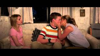 "getlinkyoutube.com-We're the Millers ""Kissing Scene"""