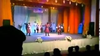 getlinkyoutube.com-Азербайджанцы в исполнении Чеченской лезгинки в городе Актобе (Казахстан) .mp4