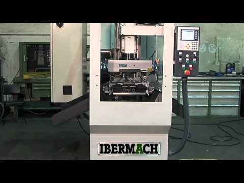 Máquina automática de roscado de piezas de automoción