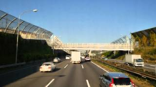 緊急走行パトカー ジグザク走行バイクを追いかける 東名高速道路