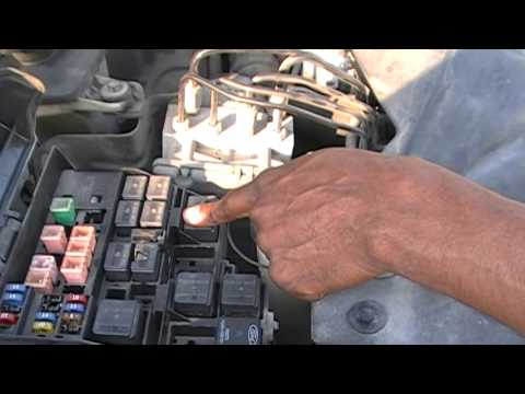 Diagnosing The AC Problem In My Wife's Lincoln LS With Anson Kemp - Part 3