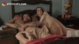 getlinkyoutube.com-Ana se mete en la cama de Rafael mientras él está durmiendo desnudo