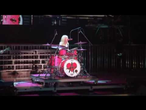 Avril Lavigne - Runaway - TBDT Toronto 2008