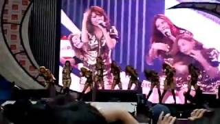 [ HQ 110417 ] SNSD - Run Devil Run & Taeyeon almost pulled off stage during performance