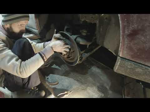 Замена задних тормозных колодок, колодок стояночного тормоза Volvo V70 S60 S80