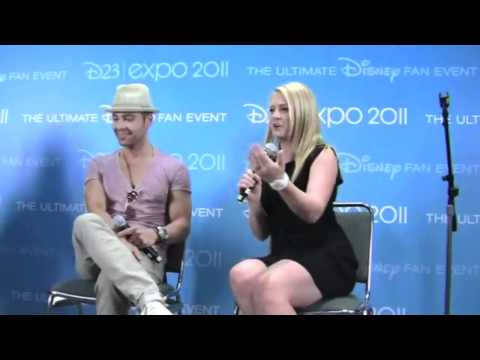 Melissa Joan Hart & Joey Lawrence share funny Disney memories!