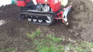 getlinkyoutube.com-Mini Dozer, Crawler pushing Dirt, Caterpillar