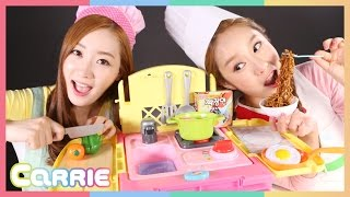 getlinkyoutube.com-똘똘이 요리카트 장난감 으로 캐리와 엘리의 요리대결 CarrieAndToys