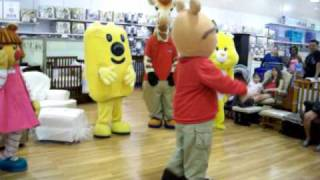 getlinkyoutube.com-Cartoon Characters dance to Thriller at Toys R Us!