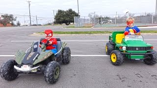 getlinkyoutube.com-Power Wheels Race - Spiderman vs The Flash - Kids Car Race