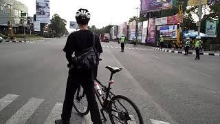 getlinkyoutube.com-Aksi Berani Pesepeda Warga Jogja (Mas Erlanto Wijoyono) Hadang Konvoi Moge
