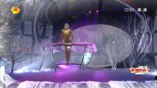 getlinkyoutube.com-Waterbowl show from contortionist Zlata