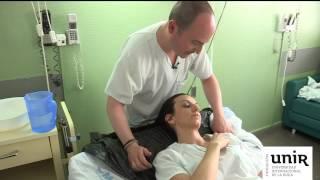 getlinkyoutube.com-Cómo lavar la cabeza en la cama. SUPER Cuidadores (UE, 2013)