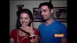 getlinkyoutube.com-Swaragini - Jodein Rishton Ke Sur: The Story of Griha Pravesh - India TV