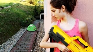 getlinkyoutube.com-NERF WAR MOVIE : LITTLE GIRL VS REAL LIFE ZOMBIE POU LIKE CREATURES APOCALYPSE