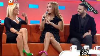 getlinkyoutube.com-Saba Tümer ve Demet Akalin - Göğüs Ve Bacak Show göt show frikik