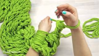 getlinkyoutube.com-Мастер-класс! Как связать рукой стильный шарф за 30 минут!
