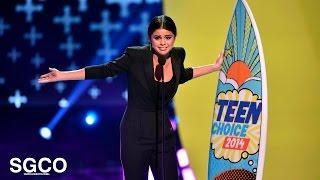 getlinkyoutube.com-Selena Gomez - Aceptando el Ultimate Choice Award en los (Teen Choice Awards 2014)
