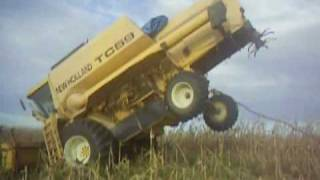getlinkyoutube.com-New Holland TC 59 empinada