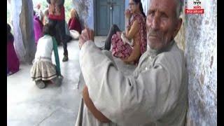 चम्पावत में दिखी प्रशासन की घोर लापरवाही, बेबस बने रहे बुर्जुग व बच्चे