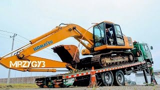 getlinkyoutube.com-Fuso Self Loader Truck Hauling Komatsu PC200 Forester Excavator