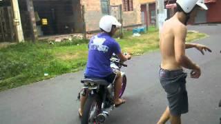 mayko loko arrastando o banco da moto!