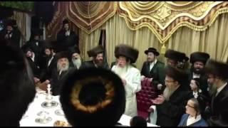 getlinkyoutube.com-Simchas Beis Hashoeva With Tosher Rebbe - 2016 | שמחת בית השואבה בסוכת כ״ק האדמו״ר מטאהש