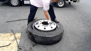 getlinkyoutube.com-大型のタイヤを手組みしてみました。I changed the tire of the large