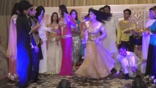 BAS ARYA BY ROSHANI - MUJRA DANCE IN WEDDING 2016