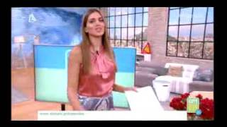 getlinkyoutube.com-Σταματίνα Τσιμτσιλή: «Μας πέταξε τα μάτια έξω» με την τόσο κοντή φούστα της