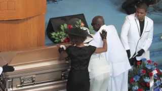 getlinkyoutube.com-Funeral for prom queen Aquilla Flood