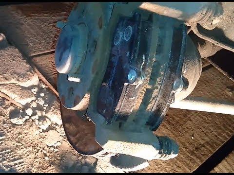 Расположение датчика износа тормозных колодок у UAZ Симбир