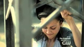 getlinkyoutube.com-The 100 Season 2 Ep.4 - Raven tries to climb the signal tower