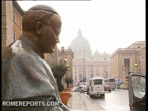 Statue of John Paul II unveiled near Vatican