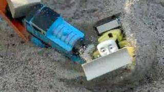getlinkyoutube.com-Thomas the Tank Engine, Accidents Happen, Thomas crashes into Byron, in slow motion, 300fps