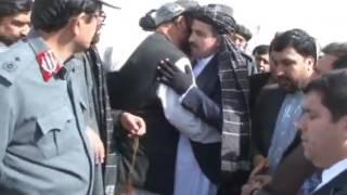 استقبال قندهاریان از دوکتور محمد همایون عزیزی والی قندهار که توسط یک پشتون اتنحاری جراحت برداشته بود