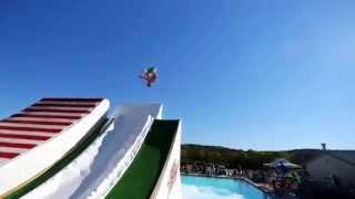 getlinkyoutube.com-С горки в бассейн, прикольные прыжки в воду!! Водная горка!!!