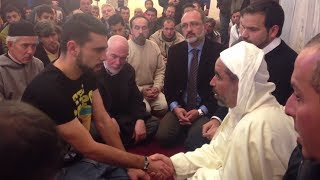 getlinkyoutube.com-Spanish are Converting to Islam - January 2014