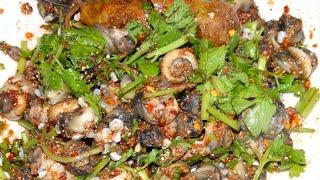 getlinkyoutube.com-ก้อยหอยจูบ แกงไข่มดแดง เฮ็ดกับข้าวช่วยแม่ตอนเช้า หิวจัดกินก่อนเลย