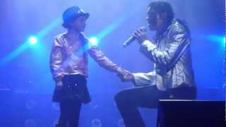 """getlinkyoutube.com-Kenny Wizz singing """"She`s Out of My Life"""" with Alicia Zore: Melbourne, Australia"""