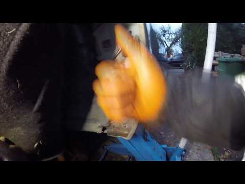 Где находится моторчик омывателя заднего стекла у Ауди Q7