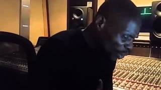 """Kery James dévoile son nouveau titre """"Zyed et Bouna"""" en studio"""