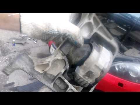 Правая опора двигателя Mazda 3 bk 1.6